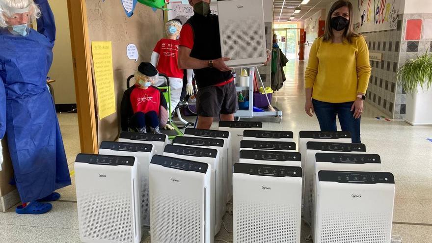El Ayuntamiento de Agost instala 40 equipos purificadores de aire en los dos colegios y el instituto