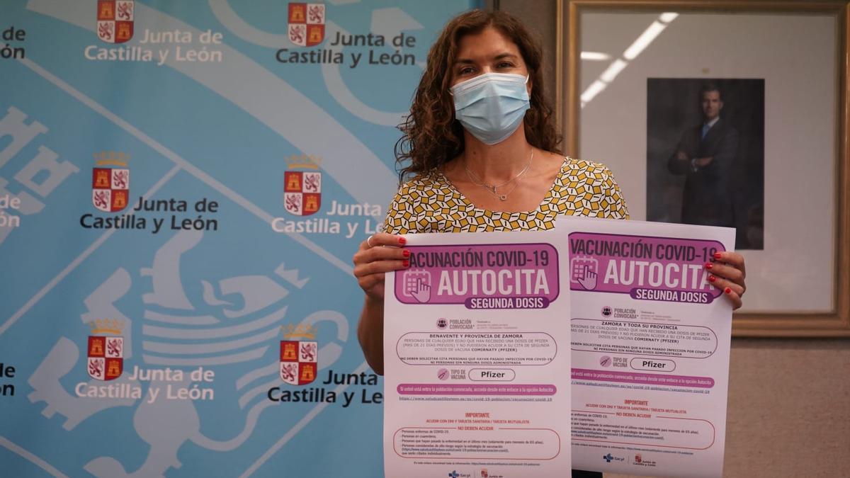 Clara San Damián presenta los carteles de autocita de vacunación en Zamora