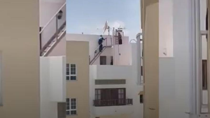 La Policía Local de Canarias evita el suicidio de un vecino