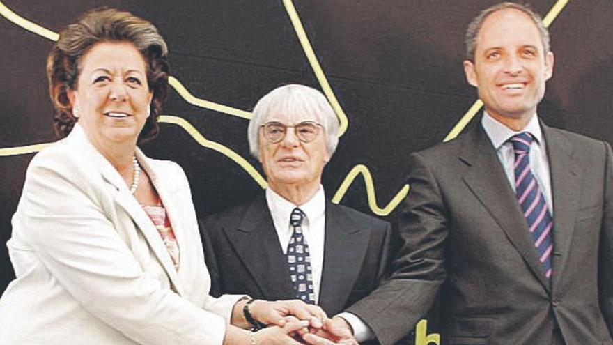 Camps escenifica su deseo de volver a la política y ser candidato en València