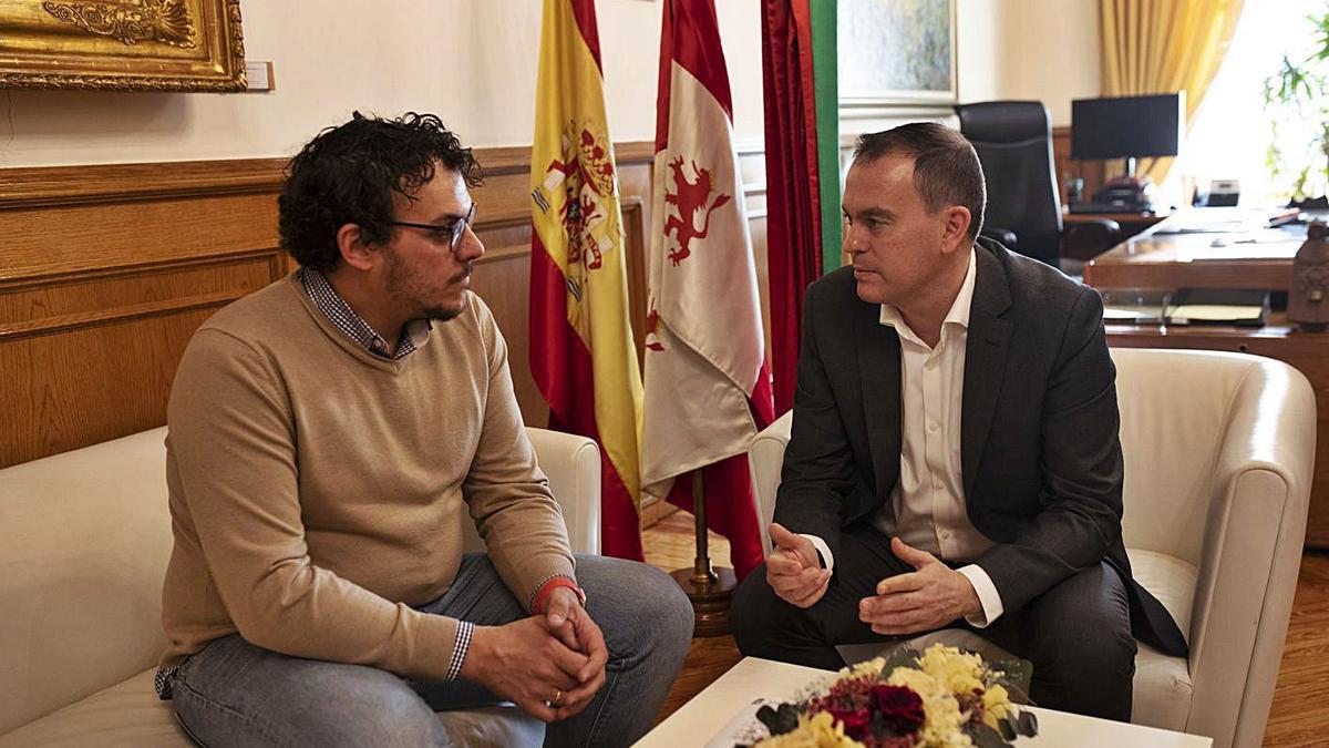 Del Bien y Requejo, durante una reunión mantenida en la Diputación Provincial. |