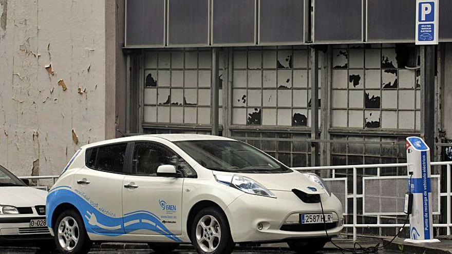 """La descarbonización llega al garaje: en Asturias ya se venden más coches """"verdes"""" que diesel"""