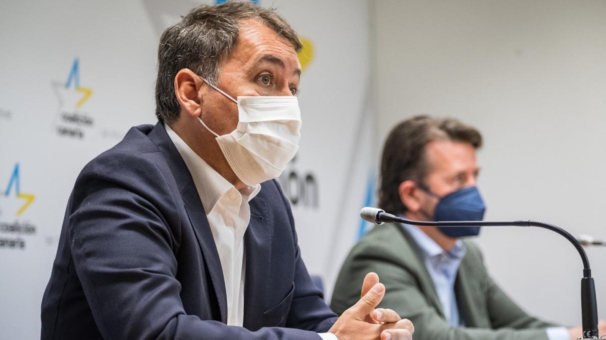 El secretario de Política Insular de Coalición Canaria de Tenerife, José Manuel Bermúdez, y el portavoz nacionalista en el Cabildo, Carlos Alonso