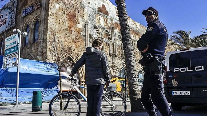 Piden 26 años de cárcel para dos neonazis por dejar paralítico a un hombre negro en Mallorca