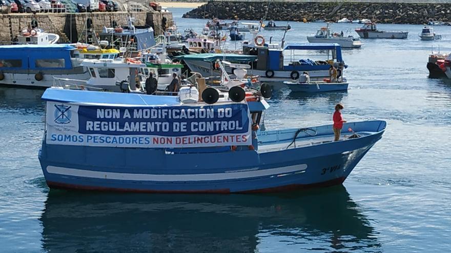 Sonora pitada de la flota gallega contra la norma de control de pesca de la UE