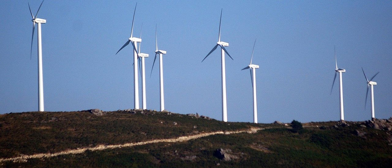 Un parque eólico en la provincia de Pontevedra. // Rafa Vázquez