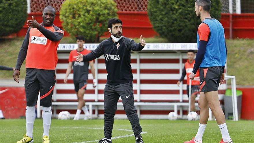 El entrenador del Sporting cuenta con toda la plantilla: Gallego los necesita a todos