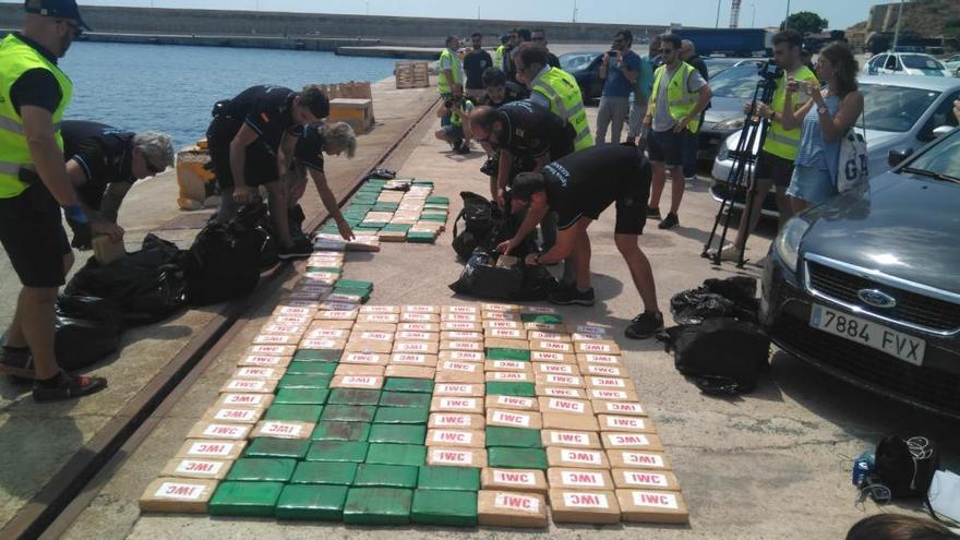 300 Kilo Kokain auf Yacht entdeckt: Schmuggler führten Luxusleben in Port Adriano