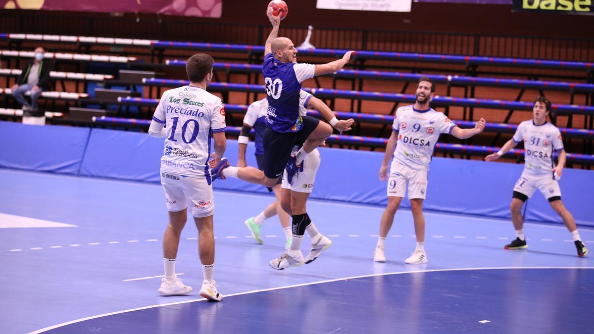 BM Benidorm achieved the widest victory of the season against El Cisne