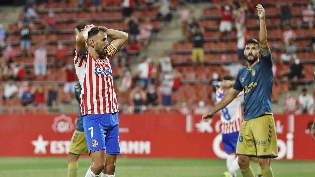 Stuani se lamenta en una acción del partido contra la UD Las Palmas.
