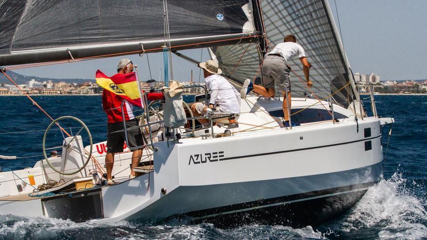 El 'Azuree', con Eduardo Horrach a la caña, en una reciente regata del RCNP.