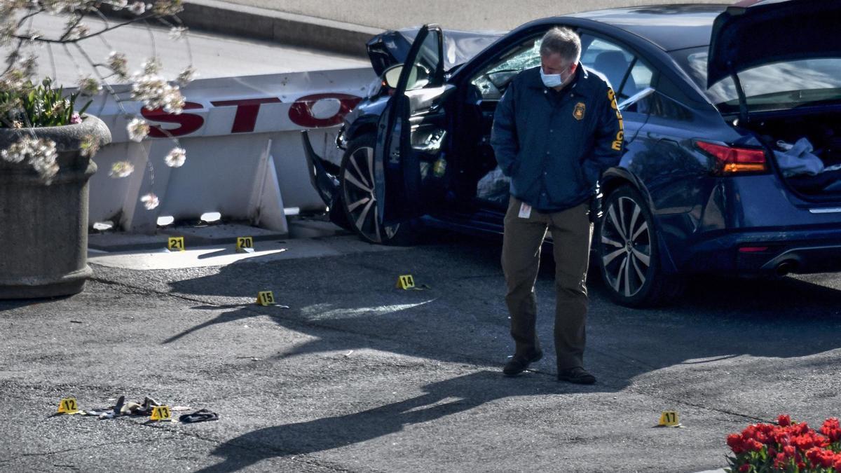 Imagen de un policía en la escena de un tiroteo en Estados Unidos.