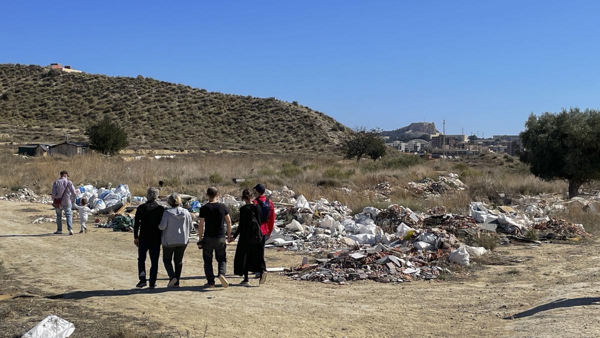 El cierre perimetral del municipio de Alicante los fines de semana multiplica las excursiones familiares a las lagunas de Rabasa