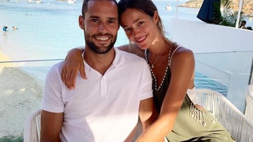 Malena Costa y Mario Suárez celebran el ascenso del Mallorca a Primera División
