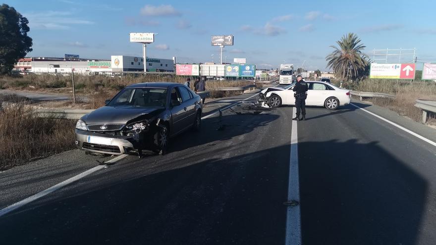Dos heridos leves en un choque frontal en la N-332 entre Guardamar y San Fulgencio