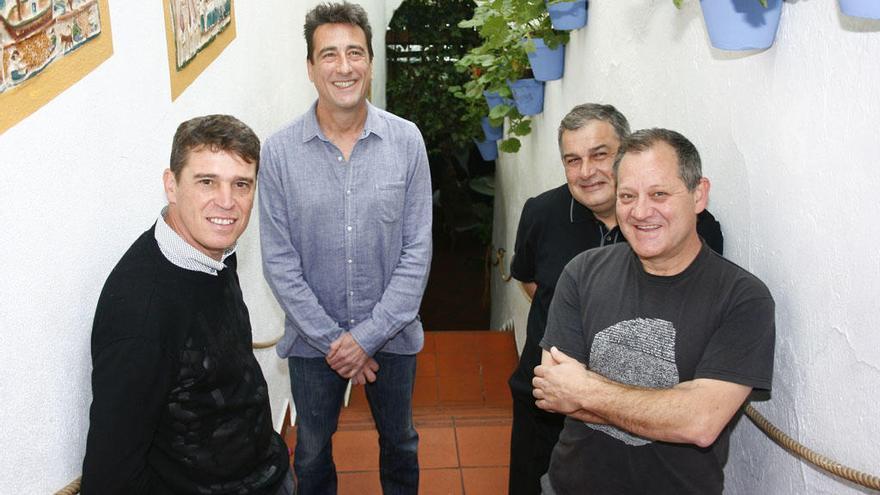 Javier Ojeda y los suyos celebran los 30 años de su mítica Noche Rosa