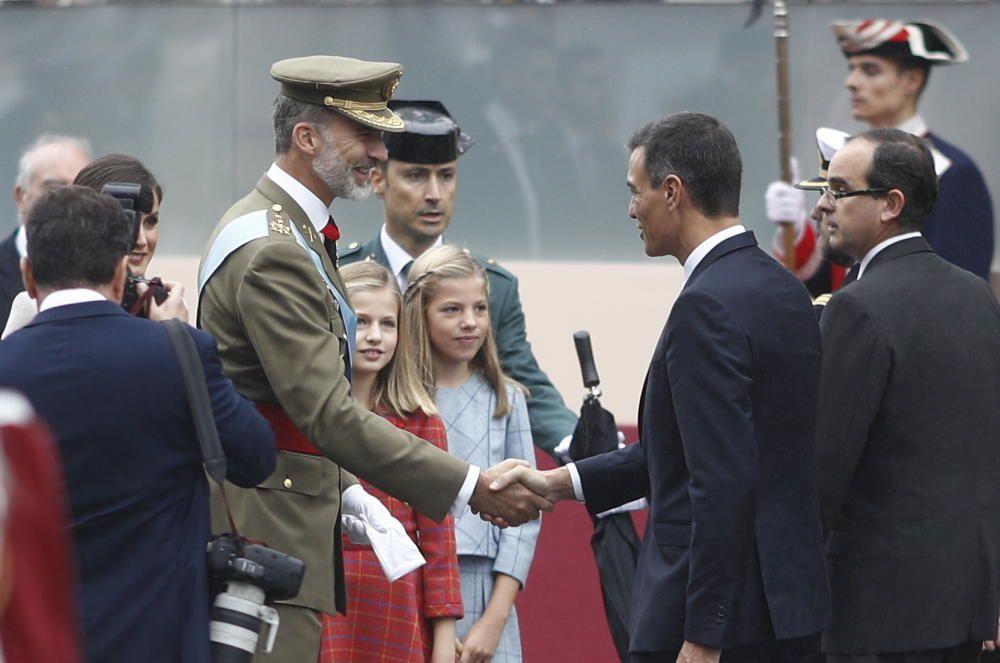 Saludo entre el Rey Felipe VI y el presidente ...