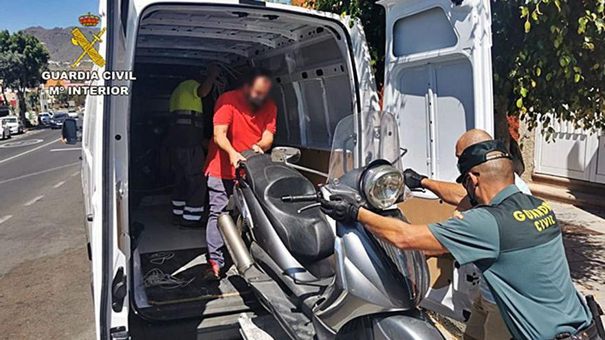 Seis detenidos por asaltar viviendas y establecimientos comerciales en Medianías