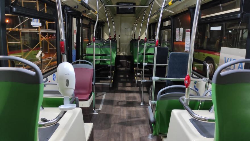 Los autobuses de Elche ya cuentan con dispensadores de hidrogel