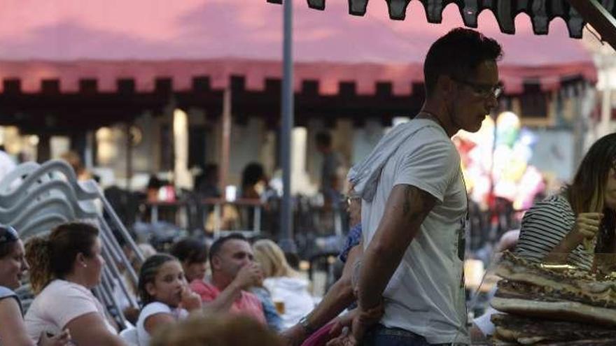 Los hosteleros suman una jornada más a las fiestas de San Roque en el barrio del Carbayedo