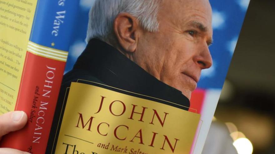Una asesora de Trump se burla de la salud de McCain