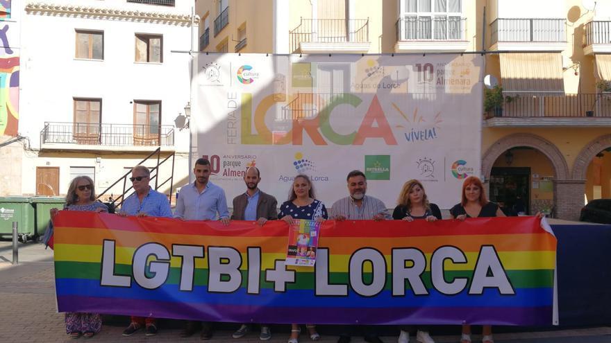 La Plaza Abastos de Lorca se llama ahora Plaza Arcoíris para luchar contra la homofobia