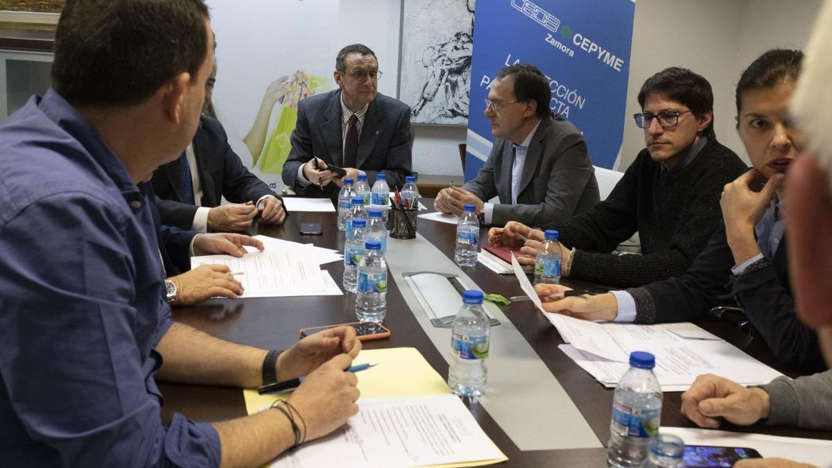 Una reunión de Zamora 10 ante de la pandemia.