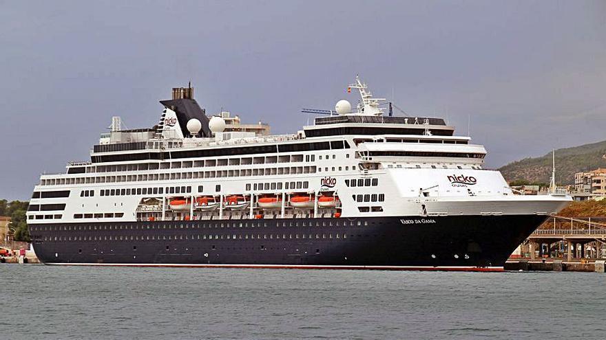 El buque de cruceros 'Vasco da Gama' realizó ayer su primera visita al puerto de Palma