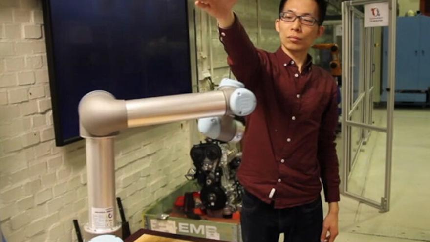 Crean un robot con IA que es consciente del entorno