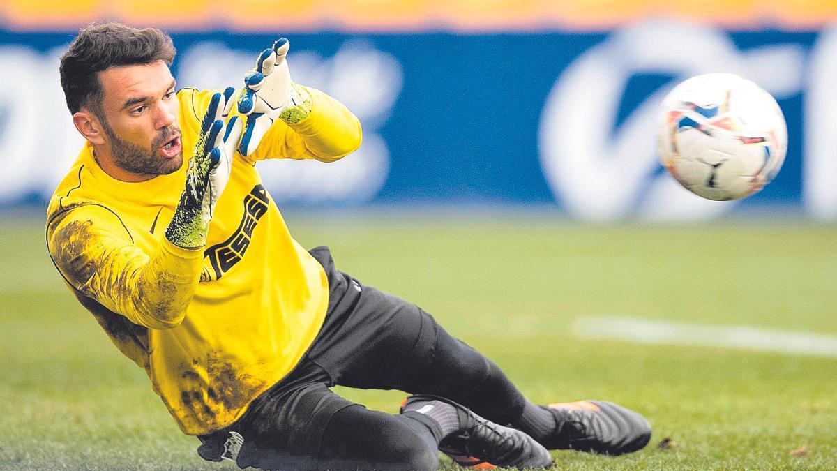 El portero sevillano Juan Soriano fue anunciado por el CD Tenerife como segundo fichaje para su nuevo proyecto, después de que firmara por tres años