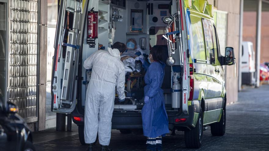 Castilla y León suma 913 positivos de COVID y nueve muertos más en los hospitales públicos