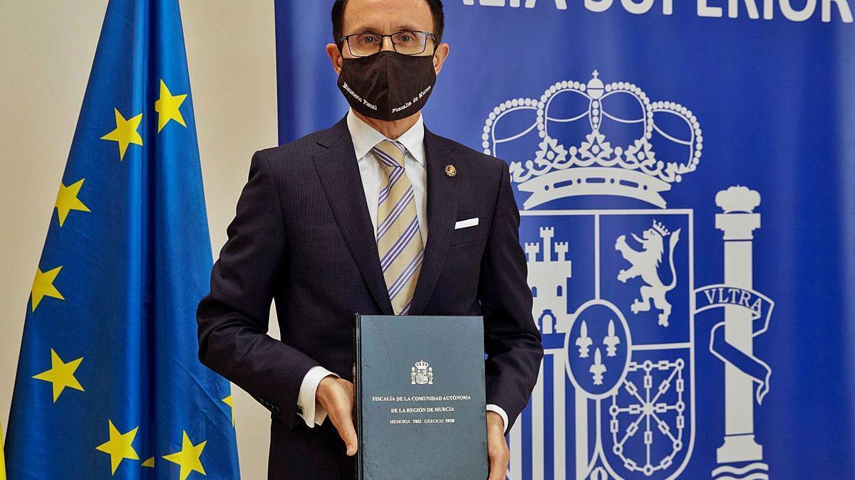 José Luis Díaz Manzanera, fiscal superior, presenta la Memoria de 2020, ayer.