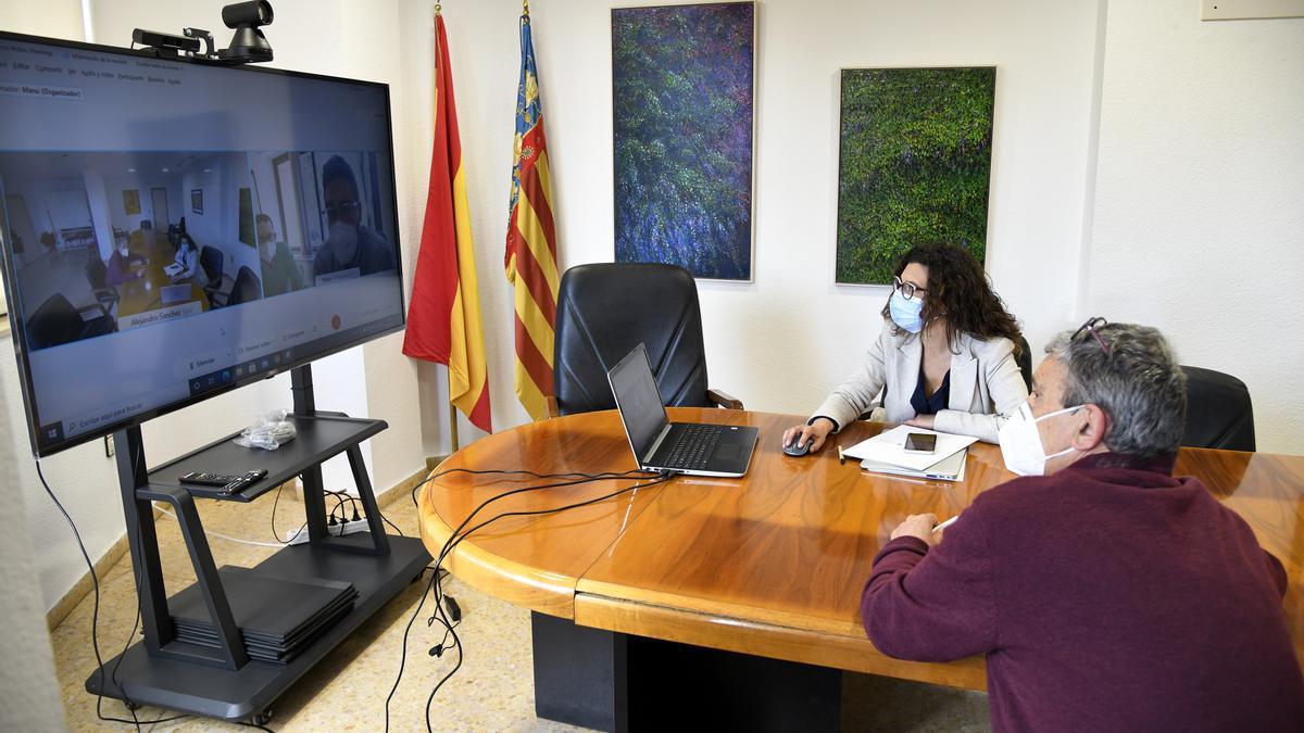 Martín y Val durante el encuentro virtual con Manuel Martínez