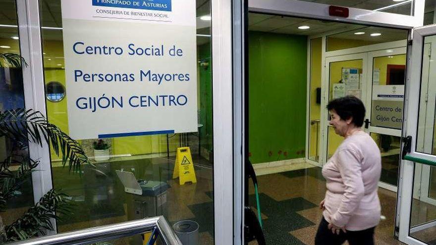 Sin cantar y sin bailar: así reabrirán los centros sociales de mayores