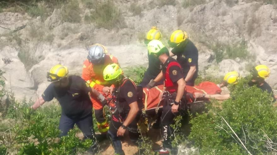 Rescatan a dos niñas de 13 años que cayeron a un barranco de Xàtiva