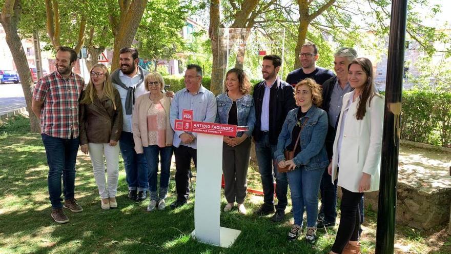 El PSOE pide recuperar las torres del puente de Piedra