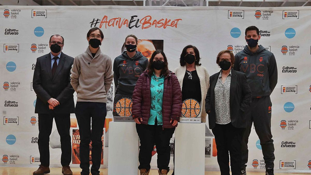 La pista 2 de  L'Alqueria del Basket  acogió ayer la presentación  del Trofeo al Esfuerzo. J.M.LÓPEZ