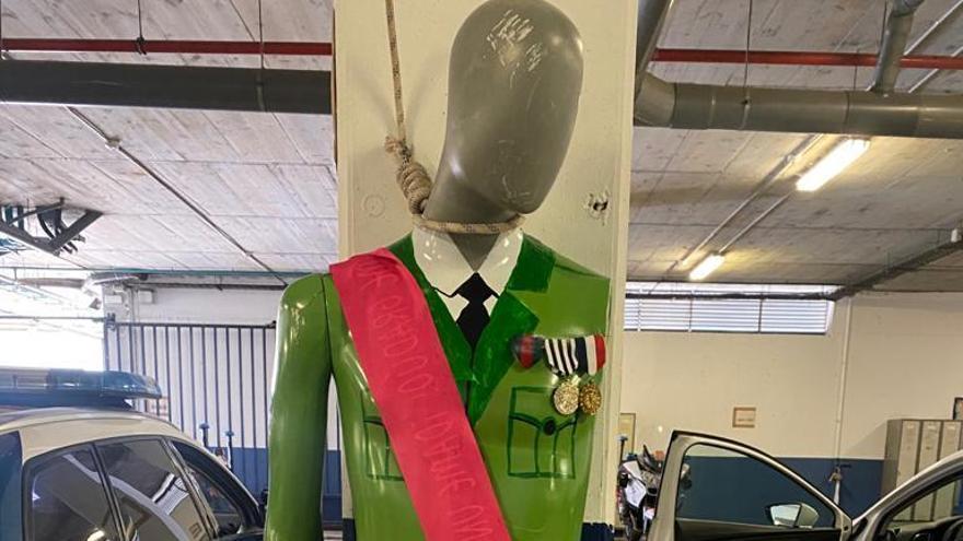 Els Mossos obren una investigació per la foto d'un ninot del Rei a l'interior de la comissaria de Trànsit