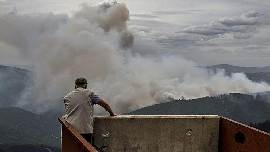 Controlado el incendio de Chandrexa de Queixa que calcinó 50 hectáreas