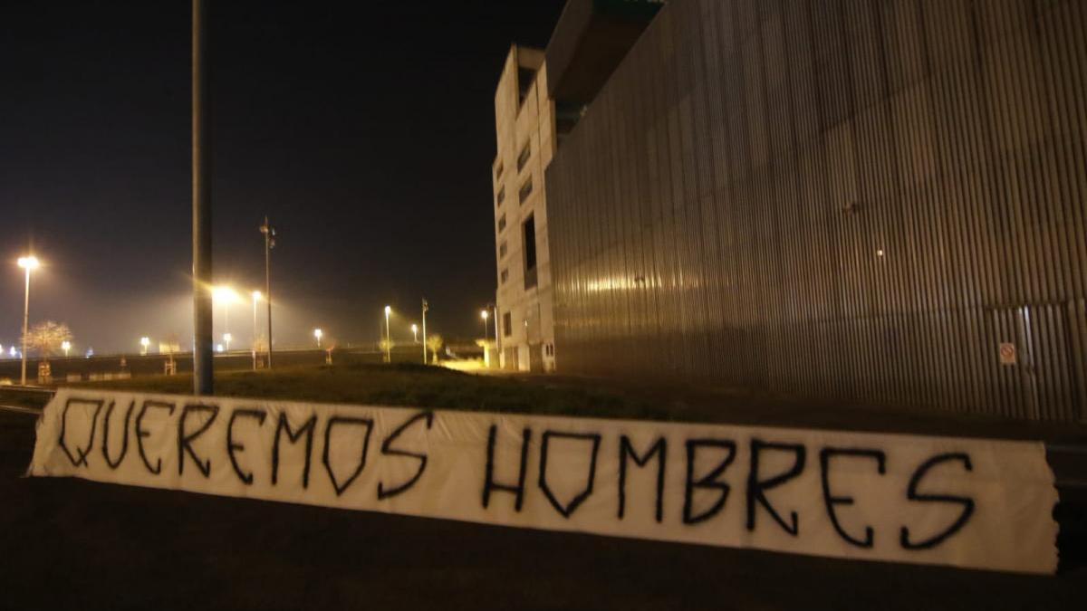 Brigadas muestra su respaldo a los jugadores del Córdoba CF en el último entrenamiento