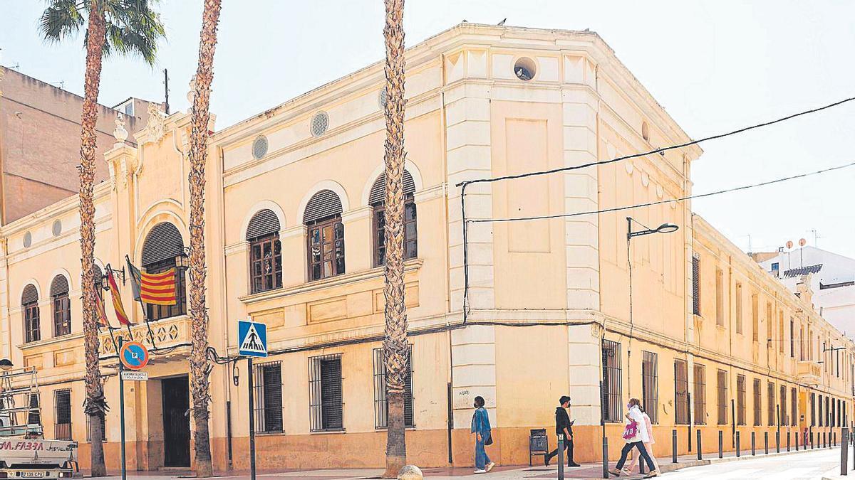 La Cámara Agraria, donde también está ubicado el Sindicado de Riegos, está situada en la avenida de Lledó.