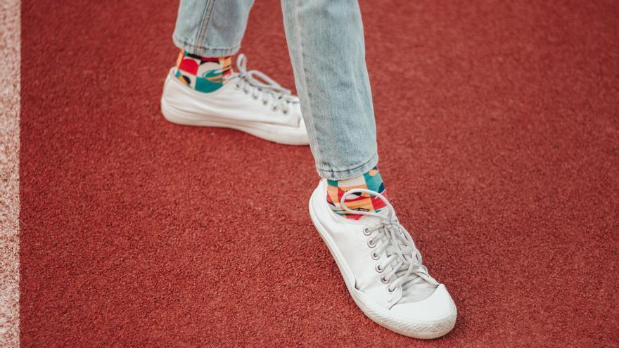 Estos son los sencillos trucos con los que limpiar tus zapatillas blancas y dejarlas como nuevas fácilmente