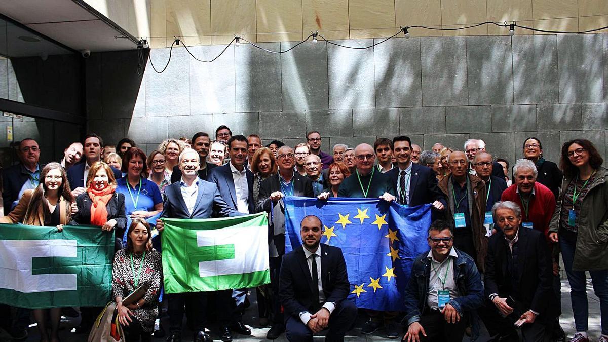 Miembros de la Unión de Federalistas Europeos (UEF) durante un acto.  | LEVANTE-EMV