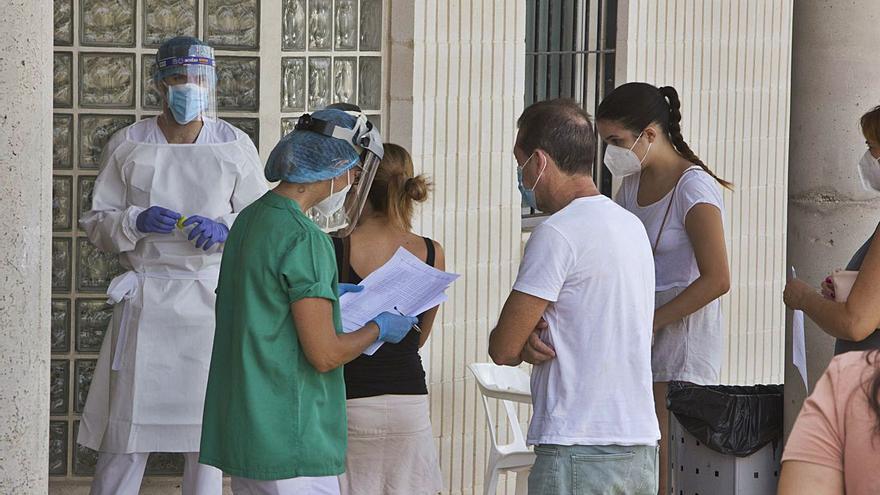 Estabilidad en los contagios en las tres comarcas a las puertas del toque de queda