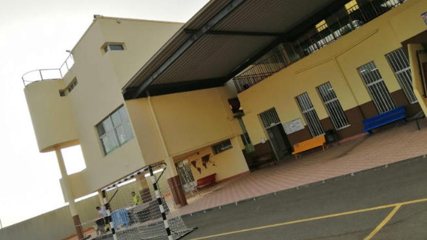 El colegio de Barranco Hondo contará con la cubierta anexa al comedor