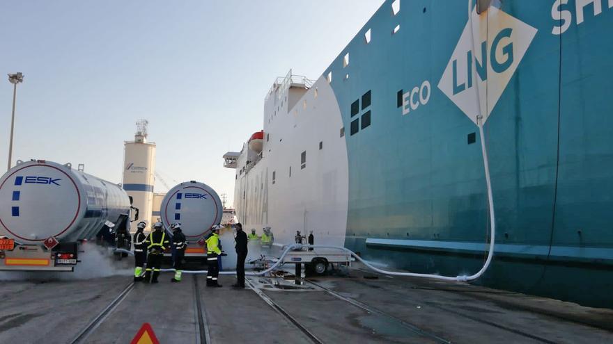 Baleària, única naviera que se abastece de gas natural en el puerto de València