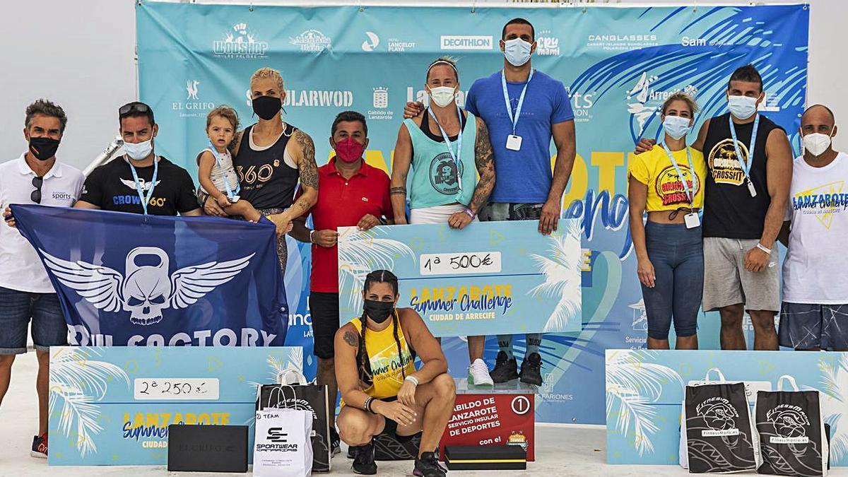 Imagen del podio de la categoría de parejas del Lanzarote Summer Challenge, que se cerró ayer en Arrecife.     LP/DLP