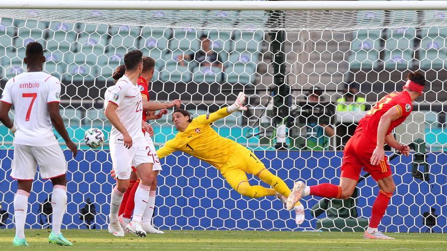 Moore resucita a un moribundo Gales y rasca un punto ante Suiza