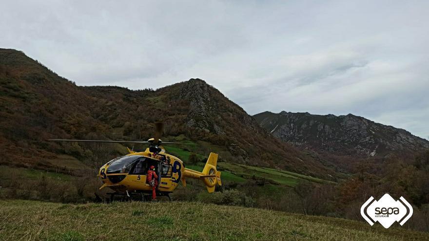 Un guarda del medio natural del Principado sufre una caída de 100 metros en Somiedo