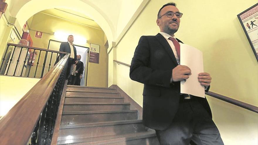 Benlloch se siente «desautorizado» y deja la Diputación por «coherencia»